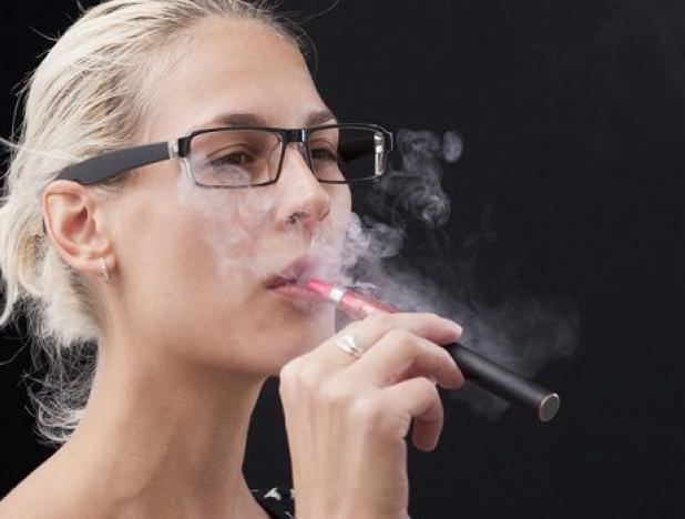 Молодежь в США в три раза за год увеличила курение электронных сигарет
